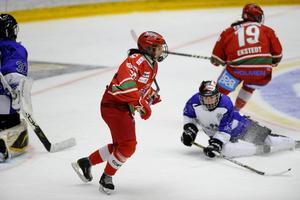 Tina Enström blev tvåmålsskytt när Modo hemmaslog Munksund-Skuthamn med 4–2.