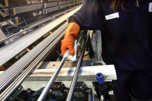 Tillverkningen och hanteringen i Rörverk 68 är noga reglerad. Varje rör tvättas för hand, med aceton.