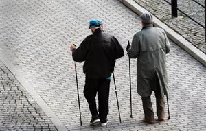 Sveriges pensionärer blir allt fler och lever allt längre samtidigt som många kommuner saknar en plan för hur pensionsskulden ska finansieras.
