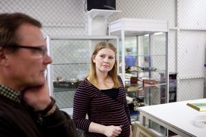 Klättrade. Martina Nilsson har jobbat på Effecta sedan hon var 16 år, då hon började som kassör. Nu är hon 31 år och efter kurser jobbar hon numera med sortering och värdering. Hennes specialitet är smycken.