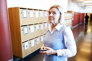 Västra skolans rektor Susanna Walter-Westberg tror inte på att förbjuda mobiltelefoner.