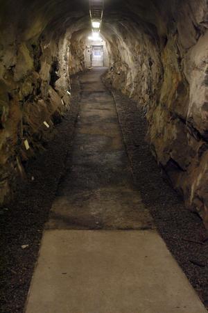 En lång tunnel in i Västra berget leder till Galleri Olle.