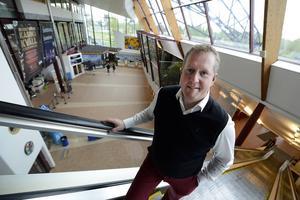 På väg upp. Sundsvall–Timrå Airport gick i fjol med 2,5 miljoner i underskott, klart bättre än väntat, konstaterar flygplatschefen Frank Olofsson.