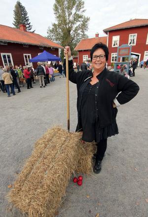 Ansvarig för skördemarknaden är Stenegårds husfru Ingrid Gratias som var mycket nöjd med tillställningen.
