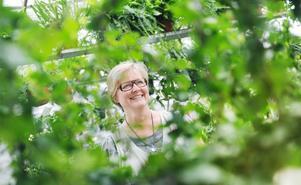 Karin Ånöstam trivs bland grönskan. Mat och miljö och en levande landsbygd står i centrum för henne. Till Bollnäs kom hon med sin familj som 13-åring 1972, från Östhammar i Uppland.