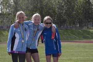 Ida Backlund i mitten var snabbast av flickorna och närmast efter sig hade hon Vilma HJertberg och Selma Ivarsson.