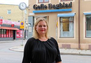 Gefle Dagblads chefredaktör Anna Gullberg bjuder nu in kulturminister Alice Bah Kuhnke till redaktionen. Inbjudan går via Instagram, den sociala kanal som ministern gärna kommunicerar via och som DN:s Björn Wiman uppmanat henne att logga ut från.
