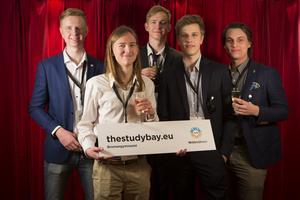 Adam Jonsson, Edvin Åkerström, Philip Snell, Mattias Persson och Victor Strandell fick 1 500 kronor i och med nomineringen i tävlingen, men vann första pris i kategorin Teknik.