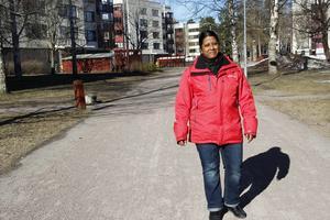 Mona Karlsson bor i Sätra, hon vill att det ska finnas en mer naturlig mötesplats för alla människor att samlas på.
