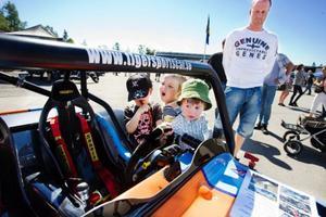 Albin Persson, Joakim Mohlin och Tim Ljunggren tyckte det fanns en hel del intressant att utforska på den här bilen.