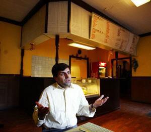 Uzeyir Sevgins planerar på att bygga ut sin rörelse till restaurang men miljökontoret menar att lokalerna inte duger.