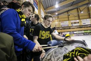 Anton Hall Eriksson och Sebastian Pantzare höll trumman vid liv under matchen 90 minuter.
