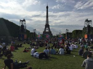 Så här såg det ut framför Eiffeltornet på lördagskvällen.