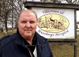 Gunnar Dahl vet ännu inte hur bygg- och miljönämndens beslut påverkar ägarens planer på ett asylboende.