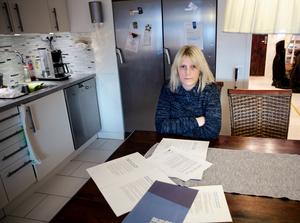 """""""En del har kanske valt att betala hela beloppet kontant"""", säger Elisabeth Lindgren om familjens delbetalning av 20 000 kronor för fibernätet som skulle levereras förra året."""