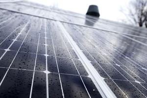 Solceller i landstinget planeras i ett 13-miljonersprojekt. Förhoppningen är att uppmuntra andra till samma satsning.