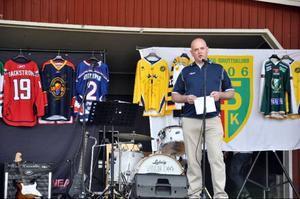 Stefan Ericsson tackade alla som engagerat sig för att samla in pengar till en ny ishall.