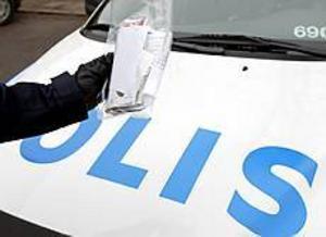 Polispatrullen behövde inte många minuter på sig för att avgöra att brevet och dess innehåll var ofarligt. Foto: Lasse Halvarsson