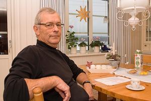 Gode mannen Per Bengtsson tycker det är fel att dra in ersättningen till förståndshandikapp för att finansiera delar av en ny modell. Omsorgen tycker å andra sidan att det är bättre att de pengarna kommer fler till gagn och att systemet tidigare inte har varit likvärdigt.