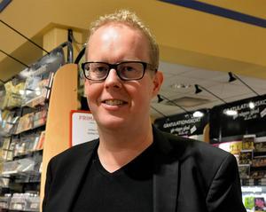 Jonas Moströms Sundsvallsdeckare får representera Medelpad i boken.