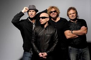 Chickenfoot är ett fruktbart samarbete mellan fyra erfarna musiker.