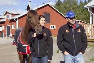 Tränaren Niclas Torstemo fanns på plats med såväl hustrun Anna som med Rixhästen Ali Sting.