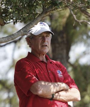 USA:s tidigare president George W Bush har, enligt Bo Staaf, redan åtta månader före krigsutbrottet i Irak beordrat att underrättelser och politik skulle anpassas för att förbereda för ett anfall.