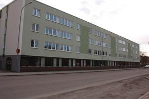 I lokalerna på bottenvåningen på Kungsgatan 29 var det planerat att ett stödboende skulle öppnas i årsskiftet. Nu läggs planerna på is i ytterligare ett år.