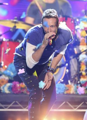 Chris Martin i Coldplay såg till att samarbeta med svenska Tove Lo på nya plattan.