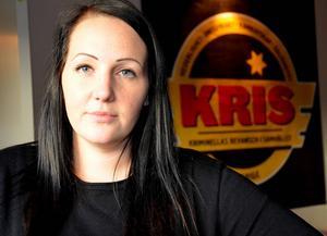 Ewelina Hollströms erfarenheter gör att hon i sitt jobb på KRIS kan hjälpa andra.