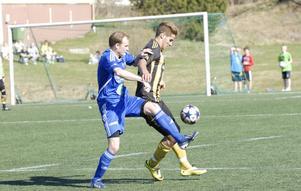 Petter Forslund såg ut att bli matchvinnare när han satte 1–0 tidigt i andra, men Korsnäs tappade två mål i slutet och blev poänglöst i division 3-premiären.