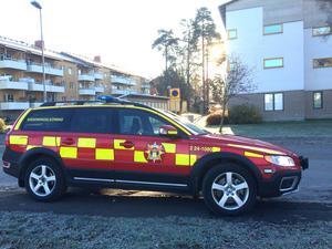 Räddningstjänsten var snabbt på plats. Branden var då nästan helt släckt. Räddningsledaren berömde personalen på gruppboendet för en snabb och rådig insats i att bekämpa elden.