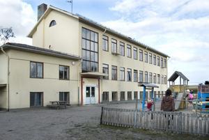 En renovering av skolan i Växsjö, nära Lottefors, har diskuterats i flera år. I samband med nedläggningen av skolan i grannbyn Röste anslogs 2001 tre miljoner kronor till en ombyggnad, men den blev inte av den gången.