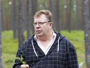 Åke Andersson är själv bäruppköpare men lastar flera större aktörer i branschen för situationen som uppstått i bland annat Mehedeby.