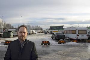 Jörgen Berglund (M) anser att tiggeriet och boendet i husvagnslägret inte ska sanktioneras av kommunen.