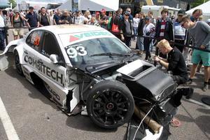 PWR-teamet har en del jobb med att få ordning på Emma Kimiläinens bil till nästa race. Reparationerna uppskattas kosta upp mot 500 000 kronor.