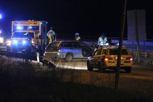 En bil körde in i räcket vid Gävle bro.