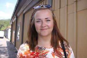 Önskepresent en bil. Veckans 20-åring Towe Stegnell önskar sig en bil. Hon tycker inte att det spelar någon roll vad för slags bil det är, utan huvudsaken är att den rullar.foto: Carina widell
