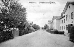 Östermalmsgatan avbildat på ett vykort från vad vi tror är 1940-talet.