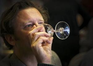 Per Styregård, till vardags vinskribent på Dagens Industri och chefredaktör på White Guide, fick dagen till ära bedöma saft.