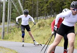 Ebba Andersson under ett hårt intervallpass på Hallstaberget.