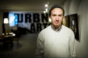 19 år och galleriägare. I morgon slår Henrik Ljusberg upp portarna till Urbn Arts.Foto: Robert Henriksson