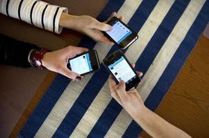 De ordningspoliser som sköter twitterkontot är anonyma. Det är en officiell sida och polisen som myndighet som ligger bakom vad som skrivs. Även om det görs med personlig touch.