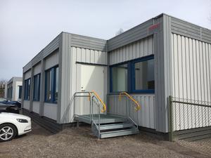 Det byggs i Arbogas centrum, men i till exempel Götlunda har förskolan fortfarande inga permanenta lokaler, påpekar insändaren.