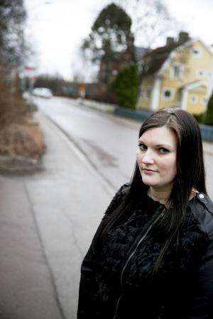 Madeleine Stenberg har en son i årskurs tre och vill se att trafiksituationen vid friskolan Mosaik förbättras.