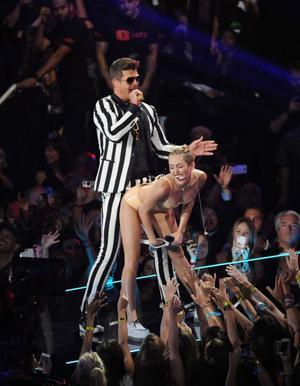 Miley Cyrus skandaltwerkar på MTV-galan, i augusti.
