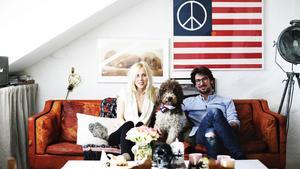 stilsäkert. Lina och Edin Memic Kjellvertz, som driver vintagebutiken Dusty Deco, lever som de lär. Deras hem är fyllt av vintagemöbler.