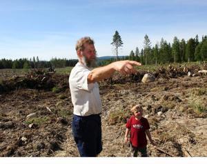 – I dag har vi ingen egen åkermark utan arrenderar allt. Så det här är ett spännande projekt, säger Olde Ljuslin.