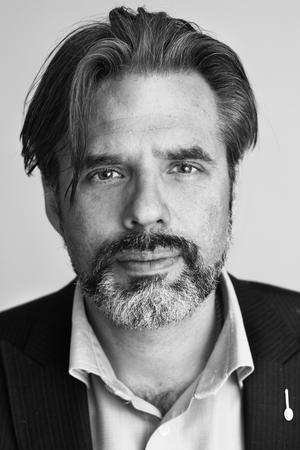 Christer Mattsson från Segerstedtinstitutet menar att nättidningen Nordfront är ett viktigt nav för Nordiska motståndsrörelsen.
