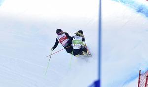 2. Anna Holmlund och Sandra Näslund hakar i varandra och kraschar bort segerchansen.